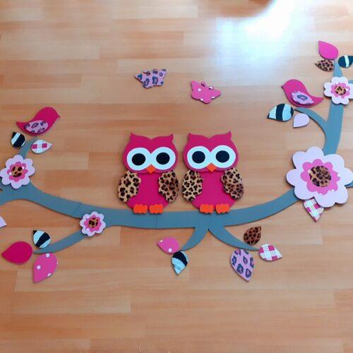 wandtak-met-bloemen-uiltjes-vogels-en-vlindertjes roze jungle